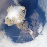 Sarychev: um vulcão em atividade visto do espaço pela Estação Espacial