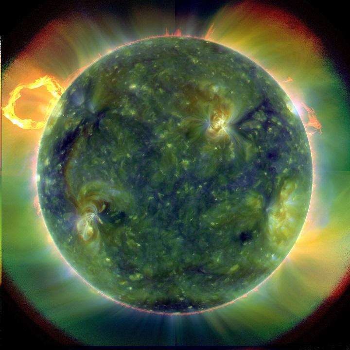 Imagem que agrega visões do Sol em múltiplos comprimentos de onda ultravioleta extremo (EUV) pelo SDO em 30 03 2010. As 'cores-falsas' foram atribuídas para mostrar as diferentes temperaturas. Os tons vermelhos se referem a menores temperaturas (60.000K) e os azuis e verdes relacionam-se a altas temperaturas (1.000.000K). Clique na imagem para ver sua versão em alta resolução. Crédito: NASA/missão SDO