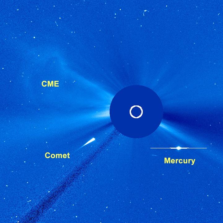 Imagem de 12 de março de 2010 capturada pelo satélite SOHO mostra um possível cometa da família Kreutz se dirigindo para dar um rasante no Sol. Provavelmente este cometa não sobreviverá ao encontro. Crédito: NASA/ESA/SOHO