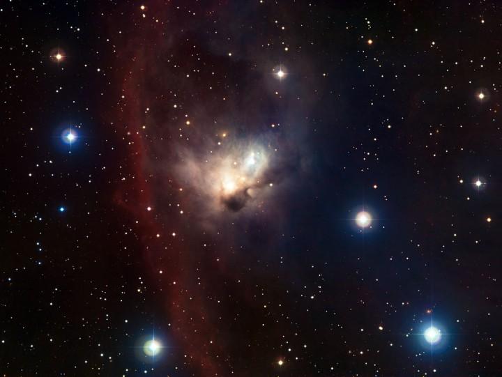 O ESO revelou detalhes da delicada nebulosa do Morcego em Órion. Esta imagem foi obtida com o instrumento Wide Field Imager montado no telescópio MPG/ESO de 2,2 metros no Observatório de La Silla, no Chile. Crédito: ESO