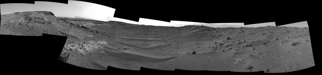 http://www.nasa.gov/content/curiosity-view-ahead-through-artists-drive/#.VTl-ByFVhBc