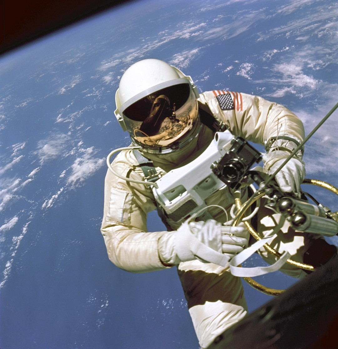 https://en.wikipedia.org/wiki/Extravehicular_activity