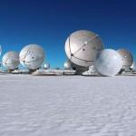 ESO: O complexo de radiotelescópios ALMA hospeda exibição artística deDagmara Wyskiel