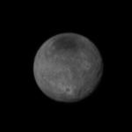 Caronte e sua superfície enrugada de crateras
