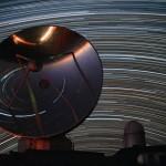Estrelas circundam observatório do ESO em La Silla