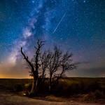 Jared Tennant e o meteoro das Perseidas sobre a Rocha Encantada