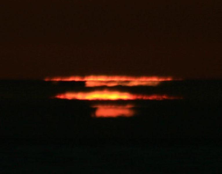 Efeito Novaya Zemlya registrado em São Francisco, quatro minutos após o por-do-sol.