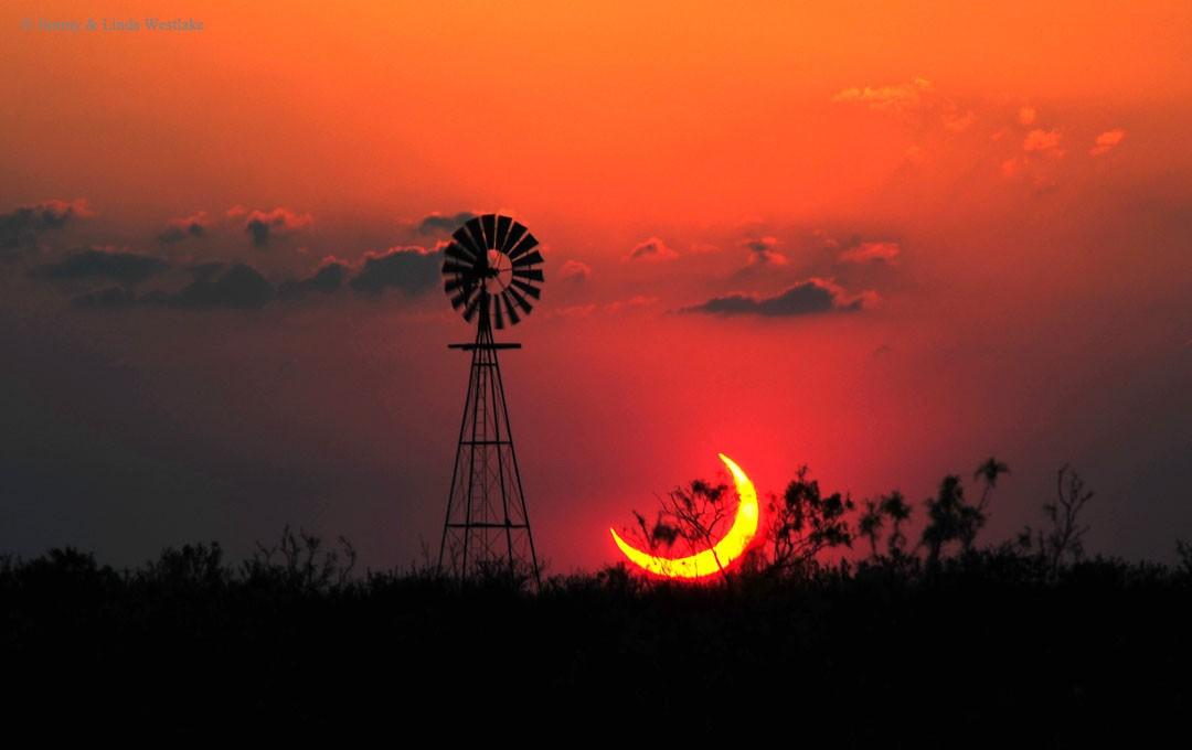 http://apod.nasa.gov/apod/image/1509/TexasEclipse_Westlake_2642.jpg