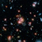SpARCS1049+56: Astrônomos estudam aglomerado de galáxias com núcleo passando por violento surto de formação estelar