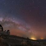 Eclipse lunar total nos céus do Sul sobre os telescópios gêmeos de Magalhães por Yuri Beletsky