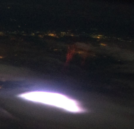 https://upload.wikimedia.org/wikipedia/commons/9/92/Sprite_from_ISS_%28cropped%29.jpg