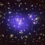 Aglomerados de galáxias revelam novas perspectivas sobre o comportamento e influência da Matéria Escura na Cosmologia