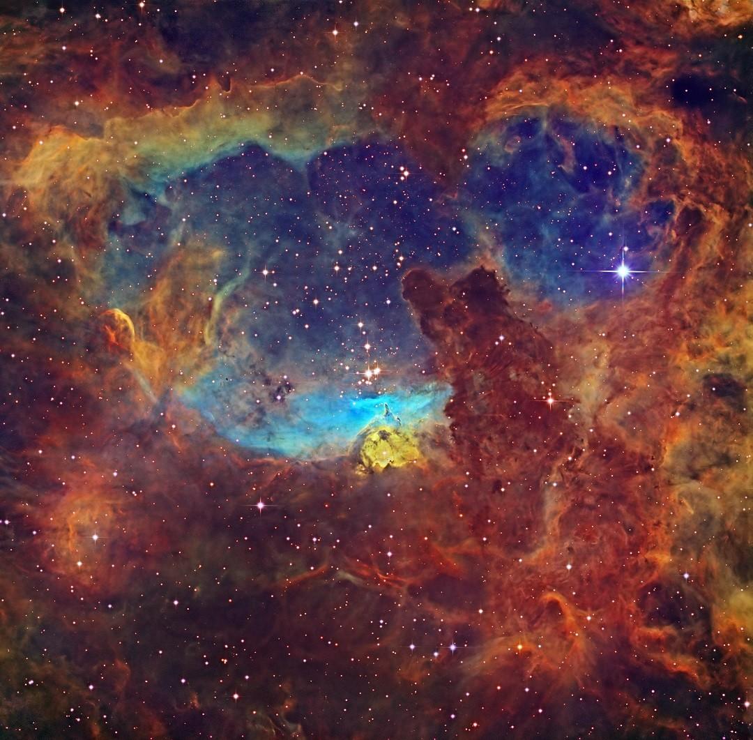 NGC 6357 é uma nebulosa que abriga algumas das mais massivas estrelas da Via Láctea. Clique na imagem para saber mais.