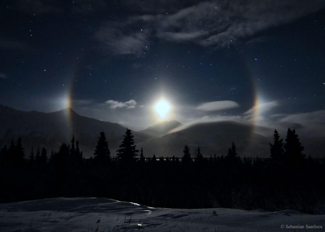 http://apod.nasa.gov/apod/image/1603/moondog_saarloos_1600.jpg