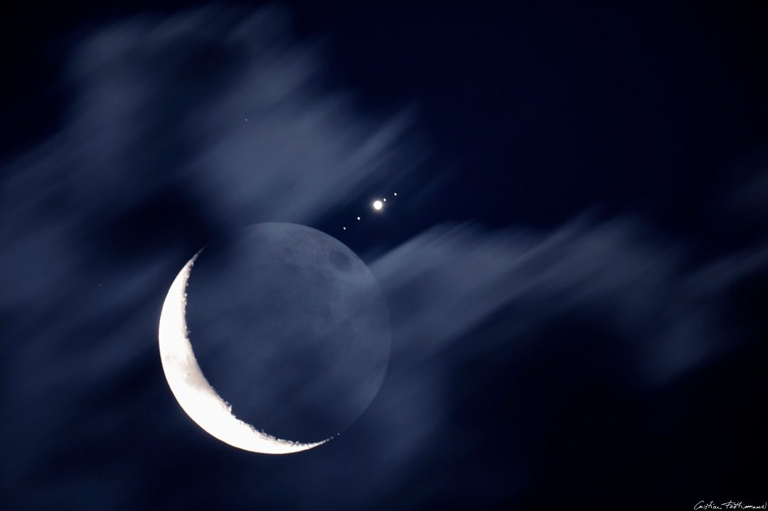 http://apod.nasa.gov/apod/image/1607/MoonJupiter_Fattinnanzi_2048.jpg