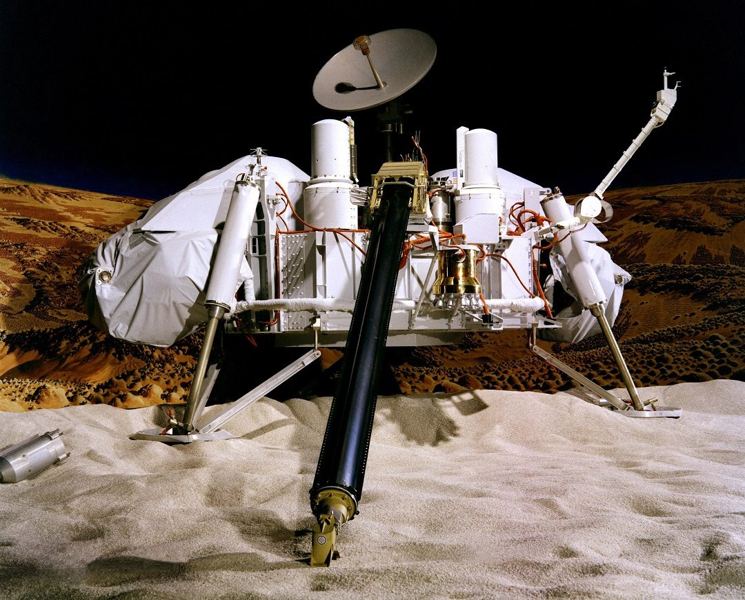 http://www.esa.int/var/esa/storage/images/esa_multimedia/images/2016/10/viking_lander_model/16167921-1-eng-GB/Viking_Lander_model.jpg