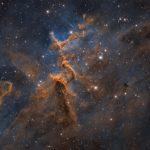 IC 1805: O jovem aglomerado estelar Melotte 15 dentro da Nebulosa do Coração por Steve Cooper