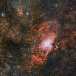 VST captura três em um: a Nebulosa da Águia, a Nebulosa Ômega e a nuvem Sharpless 2-54