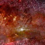 O que está acontencendo no centro da Via Láctea? Hubble e Spitzer ajudam a responder