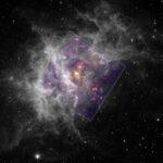Chandra e Spitzer revelam o jovem aglomerado Westerlund 2 no coração do berçário estelar RCW 49