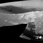 Jipe robótico Opportunity examina detalhes da cratera Santa Maria em Marte