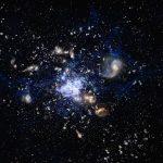 APEX revela formação estelar escondida em protoaglomerado galáctico