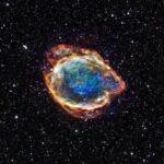 Remanescente de Supernova G299 lembra uma flor cósmica