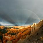 Arco-íris e raios anticrepusculares no Cânion Bryce por Johm Rummel
