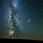 O reflexo do satélite Iridium e a Via Láctea por Martin Mark