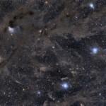 VdB27, LDN 1495 e LBN 777 em céus escuros e poeirentos da nuvem molecular do Touro capturada por Scott Rosen