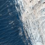 MRO revela camadas e fraturas em Ophir Chasma em Marte