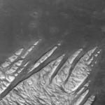 O que são essas rochas brancas em Marte?