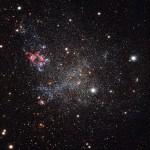 IC 1613: a rara galáxia anã vizinha que é livre de poeira