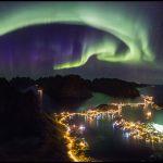 A foto de Alex Conu da aurora sobre as ilhas Lofoten na Noruega é a imagem campeã de 2016 do concurso internacional do TWAN
