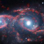 """IC 2163: ALMA revela um 'tsunami' de estrelas e gás que produziu magníficas """"pálpebras galácticas"""""""